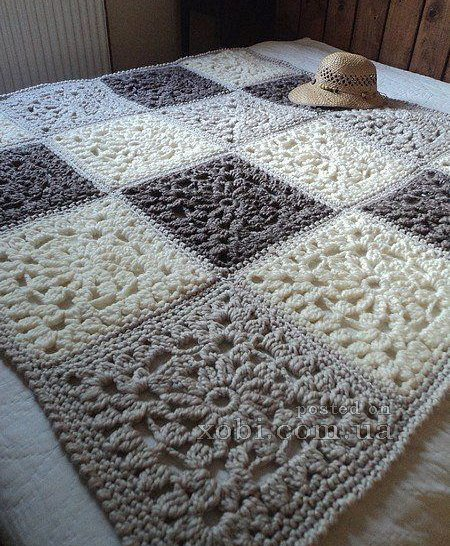 Knitted plaid of square motifs