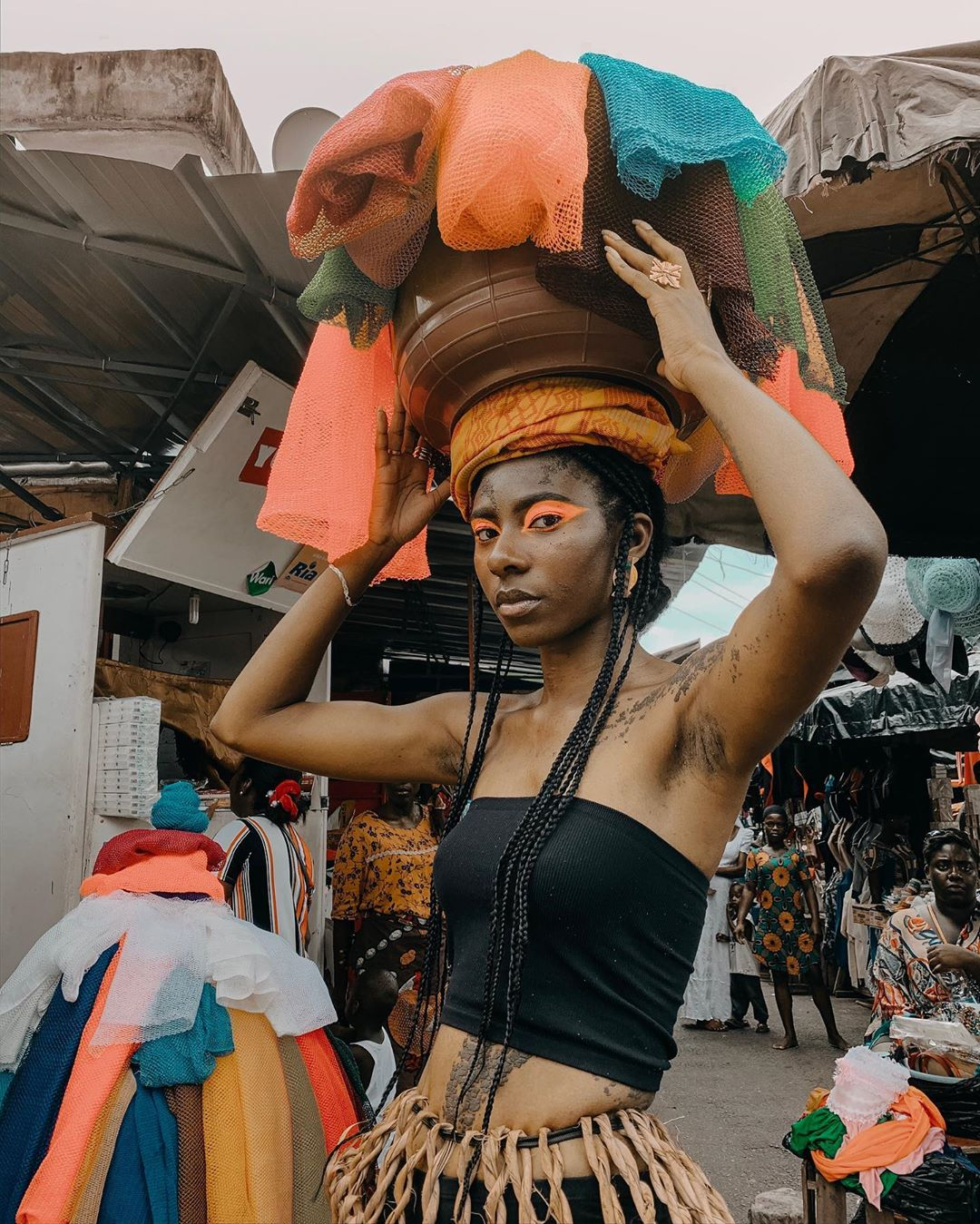 To Bind Without Attachment - Marché De B Photography - Women Style