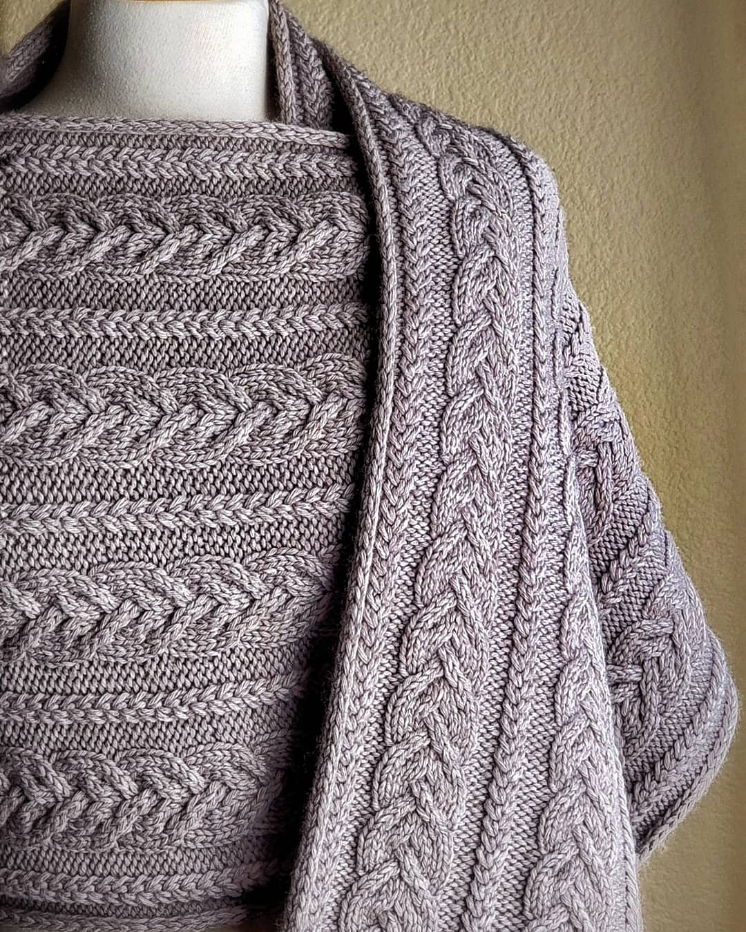 Happy Friday, Friends! 🍁 I Am Happy To Knitting - Knitting