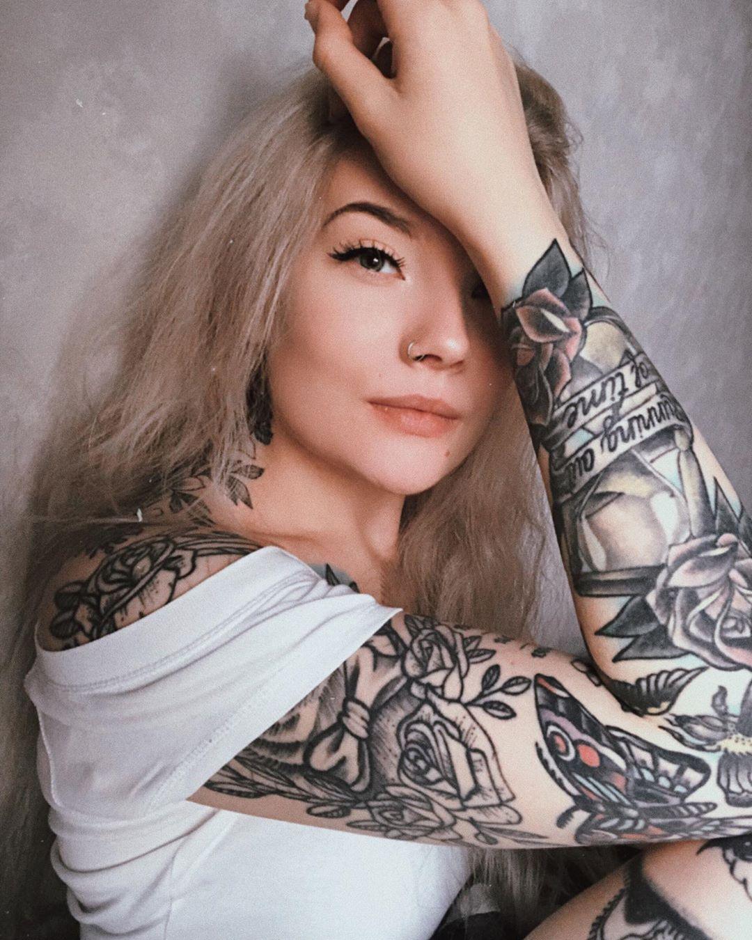 Täs Mä Haaveilemas Jacuzzista Ja Margari Tattooedgirls - Tattoos
