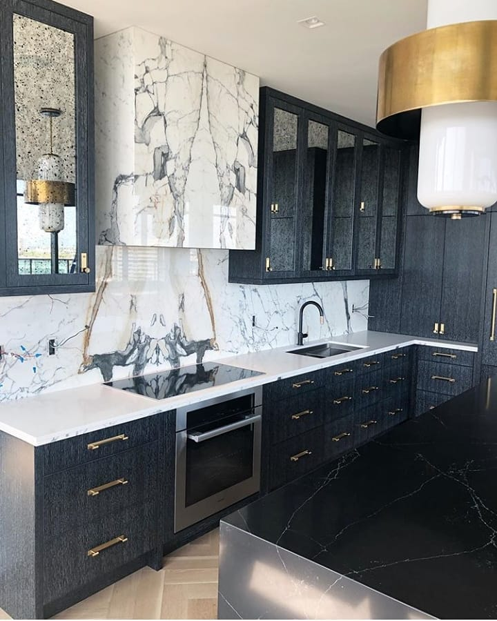 This Kitchen Is Just Perfection!👏🏻🖤 . Kitchendesign - Home Decor