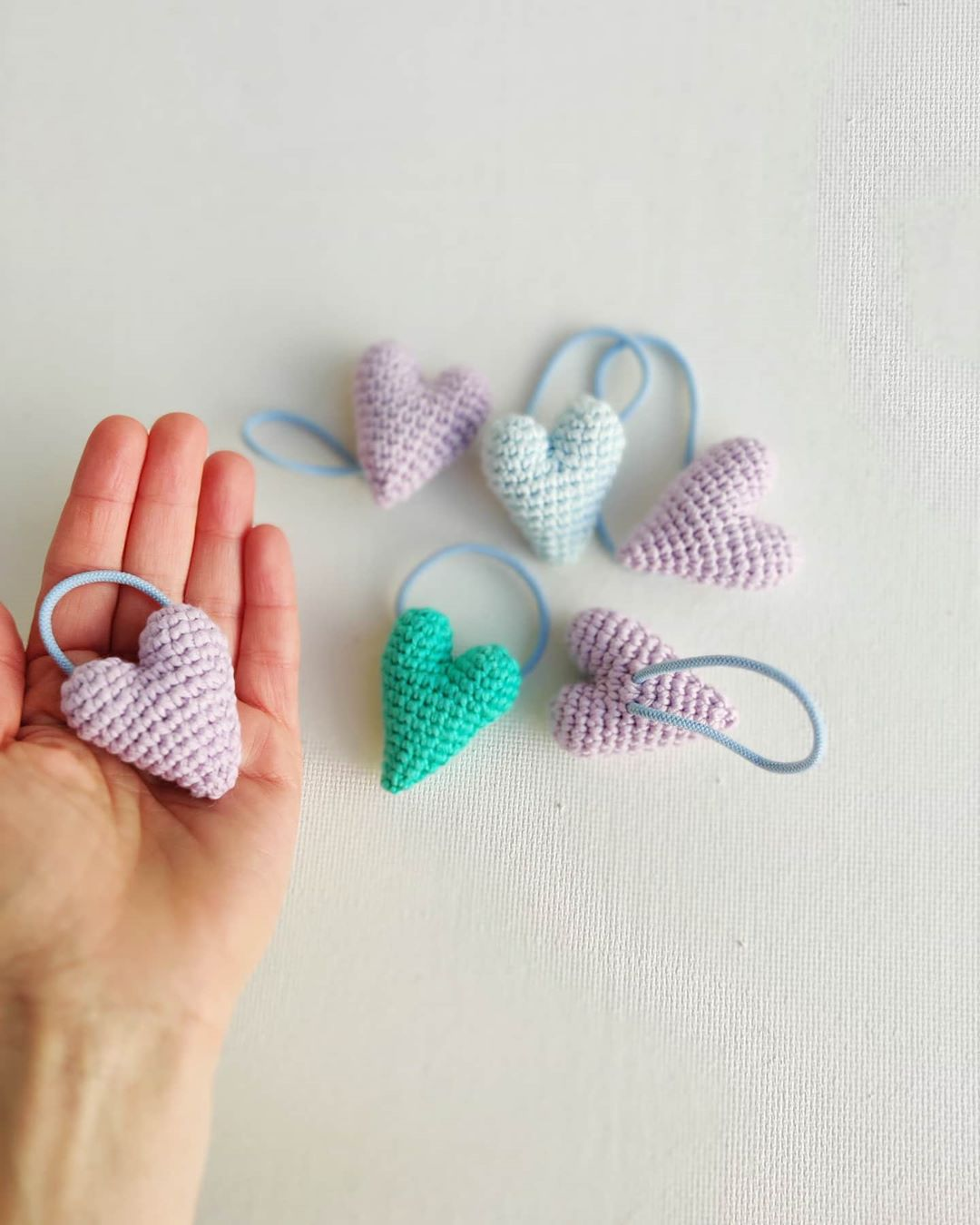 Absolutely Adorable Heart Hair Ties. . P Freecrochetpattern - Crochet Tutorial