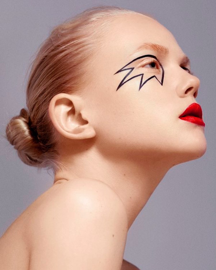 Line Up ✔️ ... • • • ——————————————————— Editorial - Make Up