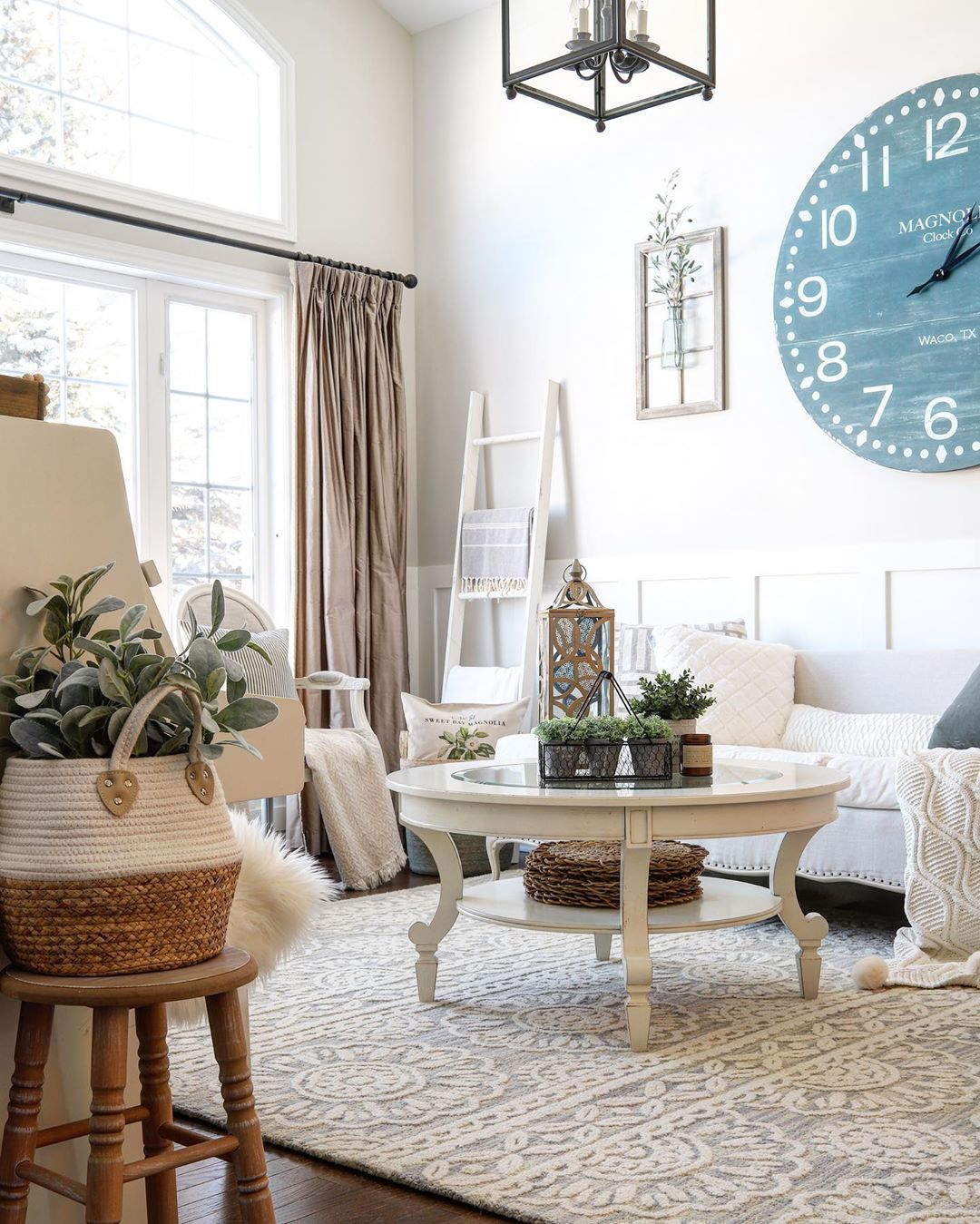 Happy Friday Friends! It'S A Long Weeken Boutiquerugs - Living Room