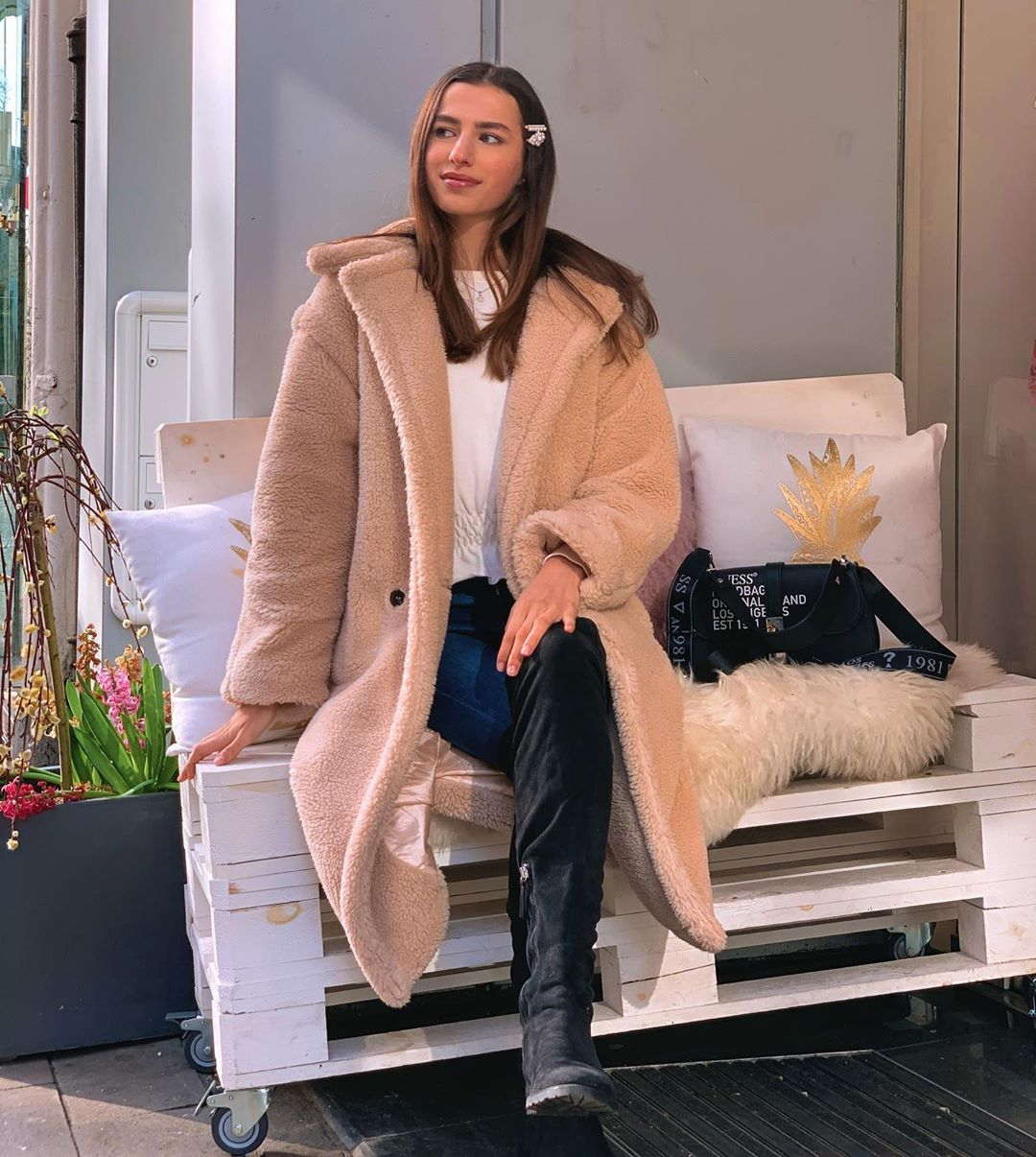 Waiting For Spring In My Cozy Coat Like. Modellifestyle - Beauty Secret