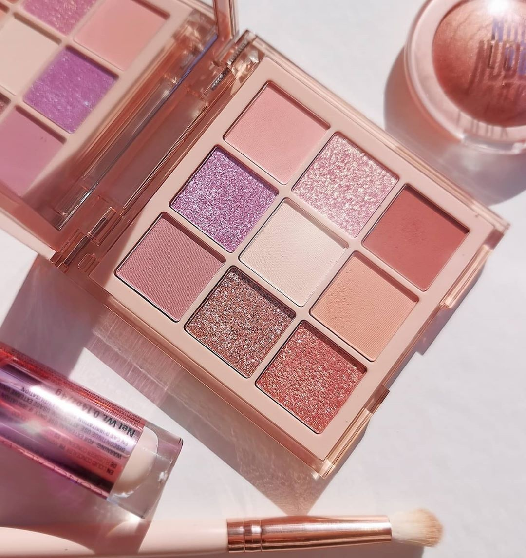 Hudabeauty Nude Light Palette 🌸 Here' Makeuplover - Makeup Products