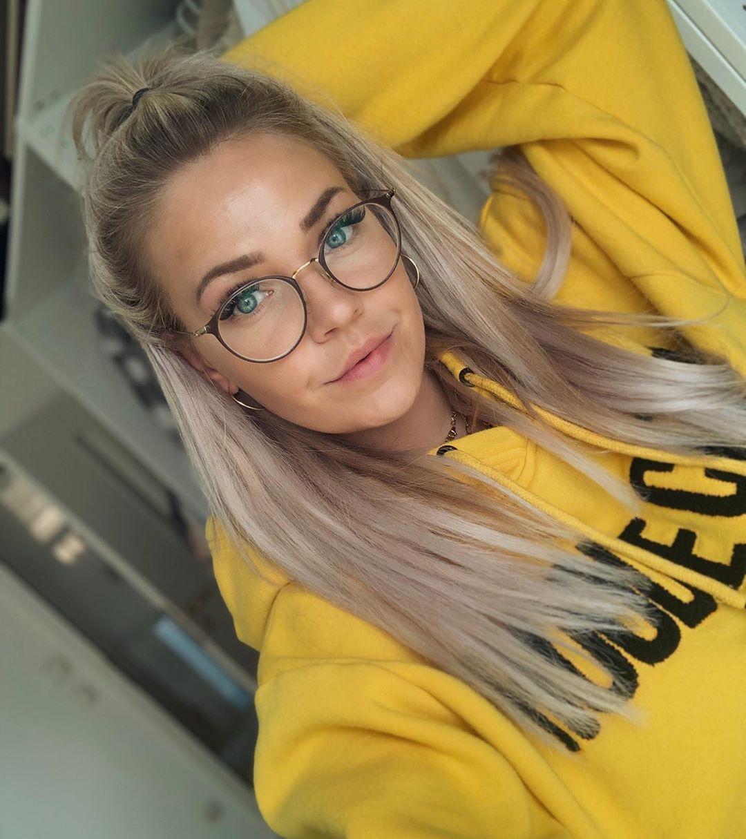 Stayathome 💛 Weareinthistogether 💛 M Weareinthistogether - Hairstyles For Girls