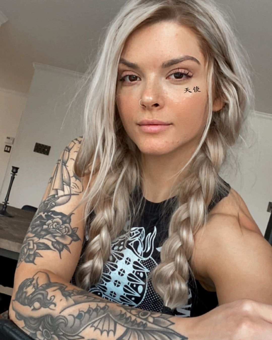 Chillin🖤 Ironculturesociety - - - - - Girlswithtattoos - Tattoos
