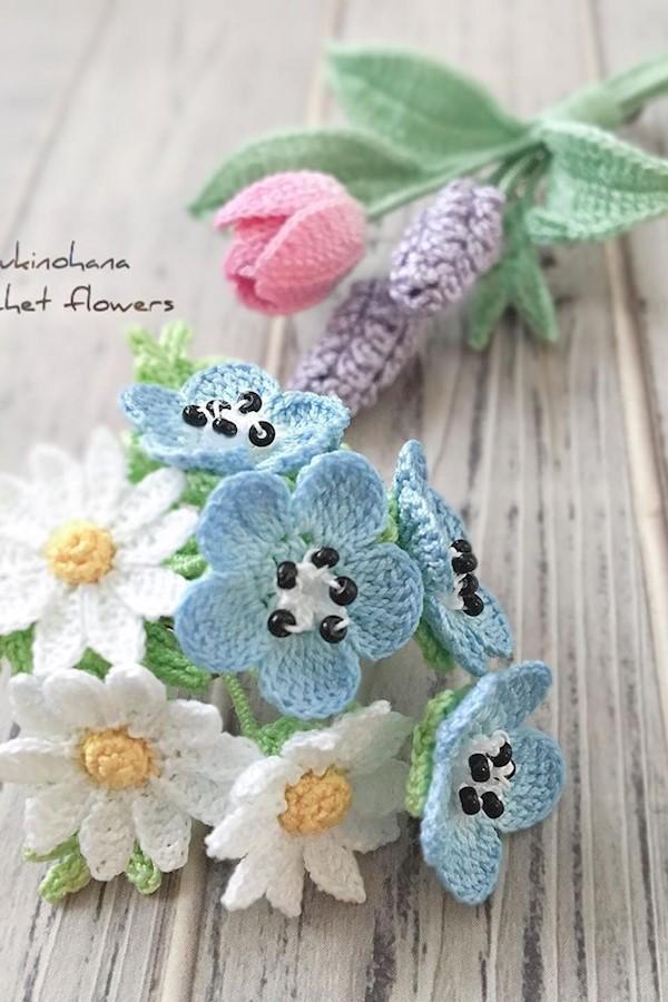 注文品2点#アクセサリー #ブローチ #ブローチ部 #かぎ針編み #レース糸 #クロッシェ #ネモフィラ #マーガレット #チューリップ #ラベンダー #accessories #brooches #crochet #nemophila #marguerite