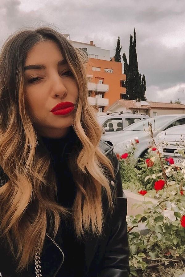 🌩🌹#chieti #igersabruzzo #redlips #lips #makeup #blonde #hair #italiangirl #igersitalia #flowers #nuvole #beauty #italy #universi