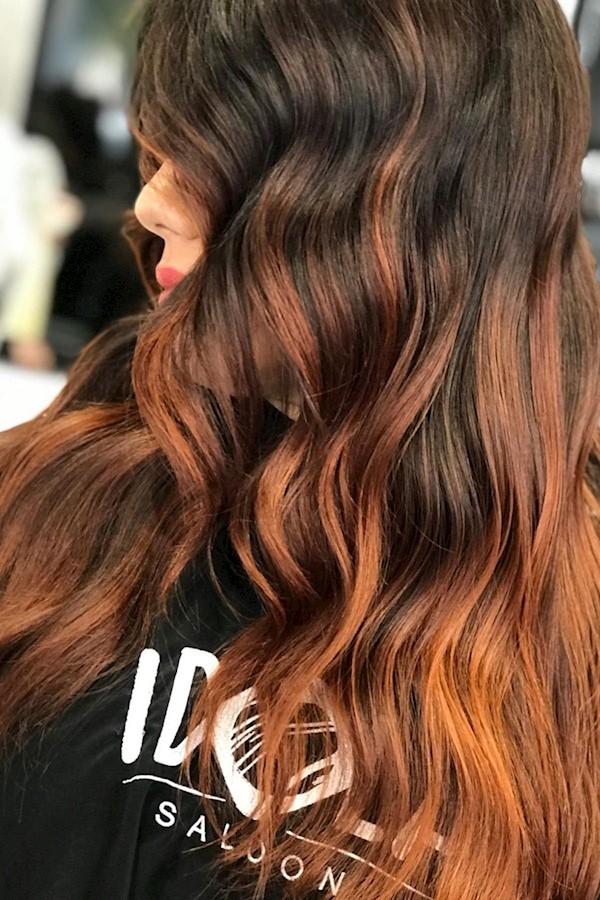 •Tutto ciò di cui hai bisogno è amore, una tazza di caffè e dei favolosi capelli rossi 🔥😍 • .Noi ci troviamo in Via Angelo Mauri