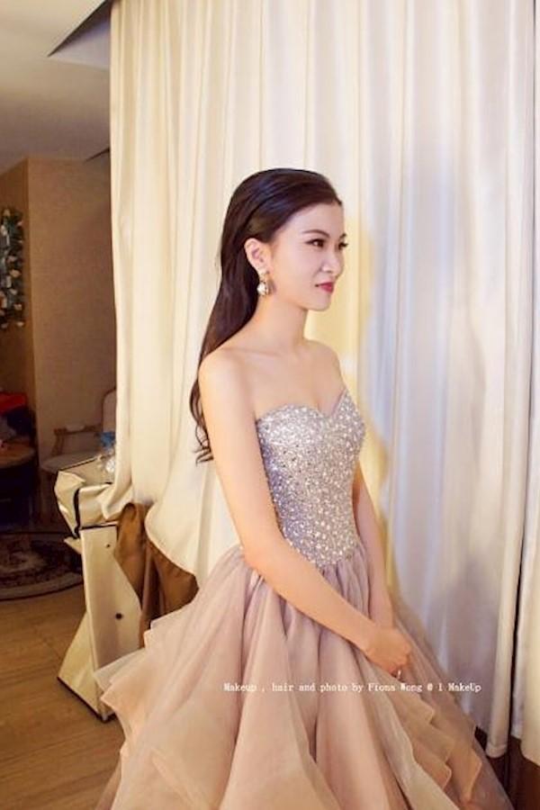 新娘子Ella任由Fiona發揮,多謝你對Fiona的信任。歡迎查詢,2019-2020婚期~Tel / WHATSAPP: 9235 7152 (Fiona Wong)Facebook Page-- https://m.facebook.com/OneMak