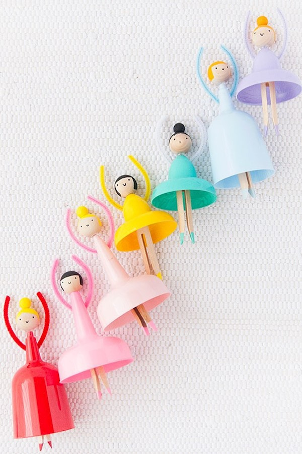 #ad Do you have a cupboard full of party odds and ends? 🙋♀️ Turn those extra plastic cups into these DIY dancing dolls! See the