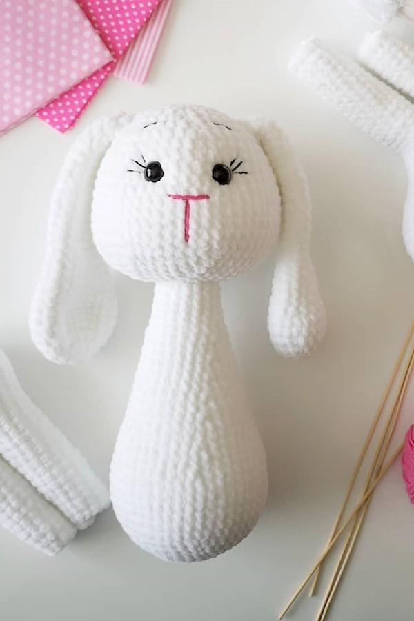 Havalar hala ısınmamıştı aslında bu tavşana başladığımda 🙈🙈 Kadife iple tavşan bitirmek sıcak havalara kaldı 🤭🤭 Neyse, ağır ak