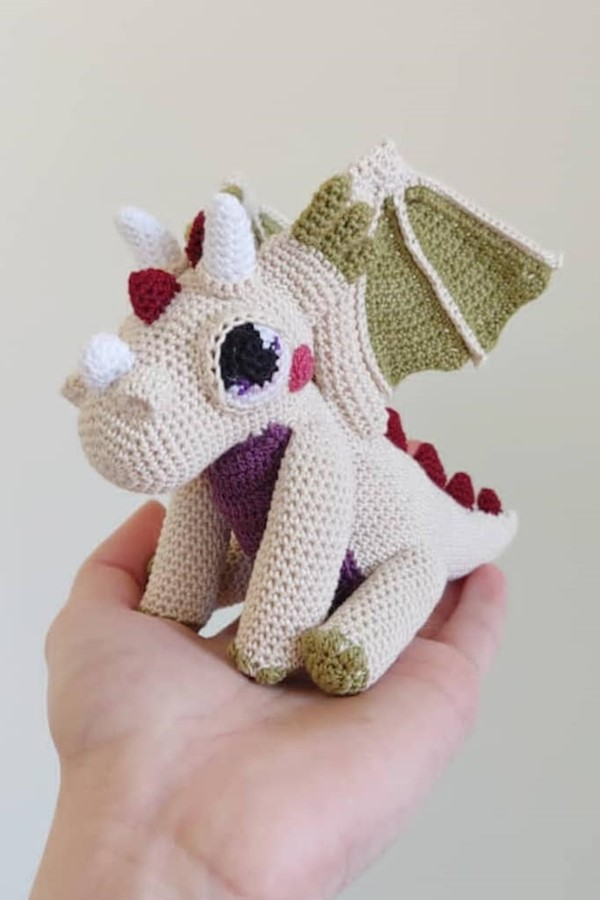 Cutest little cutie by @tonkicrafts using my #OrbitTheDragon pattern. What a perfect mini!!👉🏻 You can find the pattern at the li