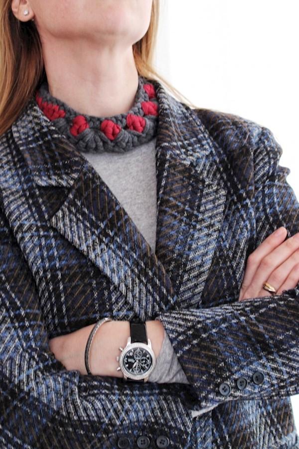 Всем доброго!⠀⠀Этим lookом хочу Вам, друзья показать, что наши⠀вязаные украшения можно носить и с одеждой в классическом стиле. ⠀С