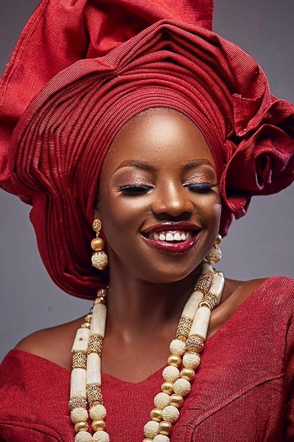❤️❤️❤️Bead @lizhabeadsMakeup @be_gorg Gele @tagele__ Aso oke @royalivy_asooke #lizhabeads #ivorycoral #jewelrydesigner #makeup #me