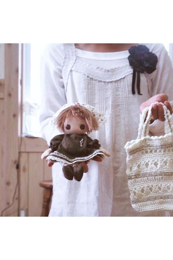 手編みのプチバックとはこべちゃん#ハンドメイド#ドール#ぱっつん#リネン#はこべちゃん#手編み#手編みバッグ#かぎ針編み#手芸部 #編み物#ハンドメイド小物 #2006#おうち時間#handmade #knitting #knittingbag #croche