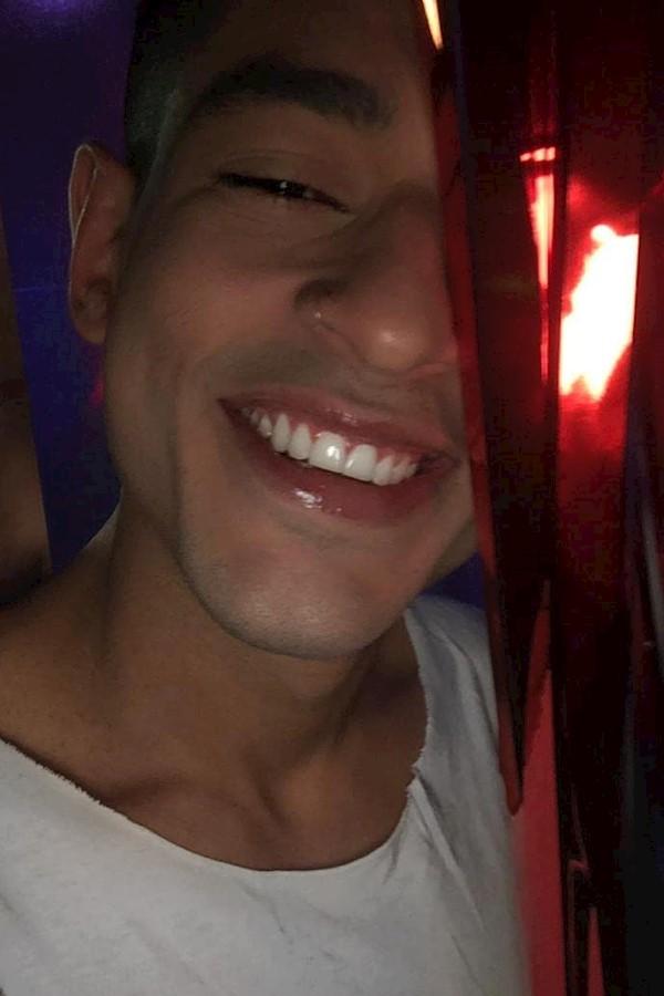 Olhe pra luz e siga, mas não fique cego. 🤘#mensfashion #life #lifestyle #instagood #insta #smile #sorrisolindo #sorriso #digitali