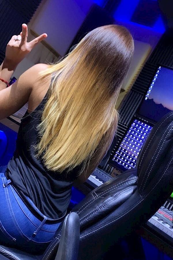 Es muy necesario que sepas como cuidar tu cabello,  más en esta temporada de calor🔥. No importa si tienes el cabello afro, rizado