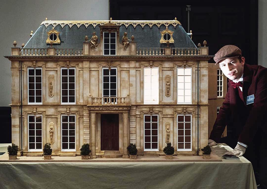 ✨ Miniaturist and artist Gabriel Eden James @luxuryminiatureproperty with his mini chateau. Check out his beautiful Instagram and